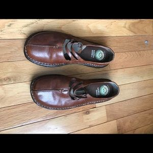 Earth shoes 6.5 size